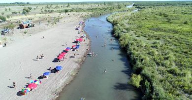 """Inauguraron la """"playita"""" en el río Atuel"""