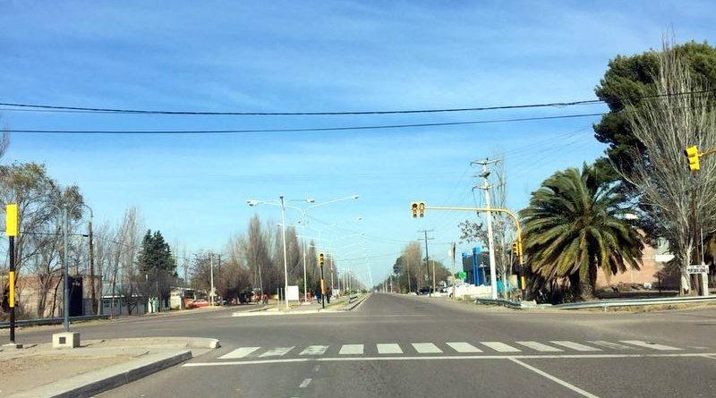 Instalan semáforos en los ingresos al departamento