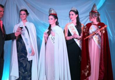 Desfile de moda en la Fiesta de la Nieve y el Vino