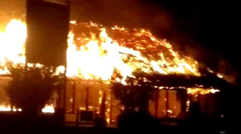 Voraz incendio en un restorán de la ruta 143