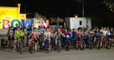 Así fue la bicicletada nocturna en Bowen