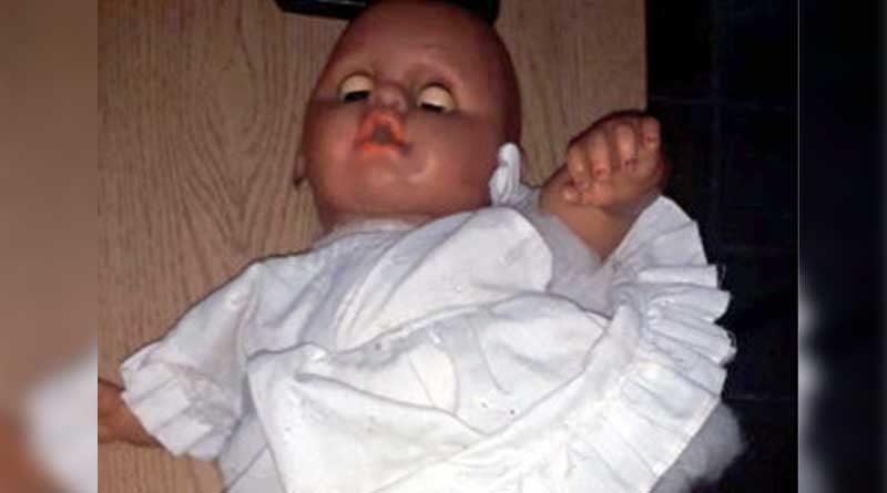 droga en la muñeca de su hija